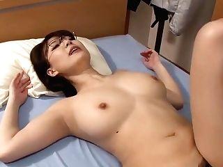 Japan Mom Studdy Break