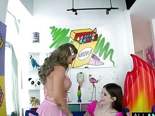 All Rectal Indecent Exposure With Isabel Moon And Betty Foxxx