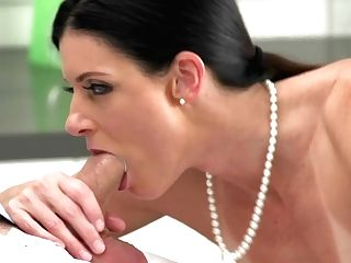 Seducing Hot Mummy India Summer
