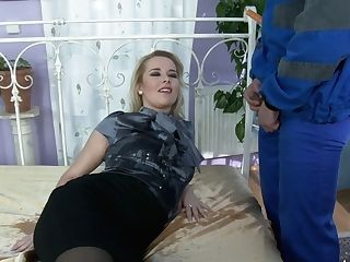 Hook-up-greedy Wifey Has An Affair With One Hot Blooded Gardener