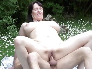 Matures Bigtit Mommy Takes Youthfull Dick On Nature