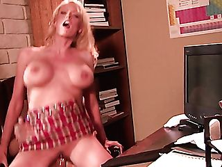 Fucking Hot Ash-blonde Assistant Stormy Daniels Gives Suck Off To Her Chief